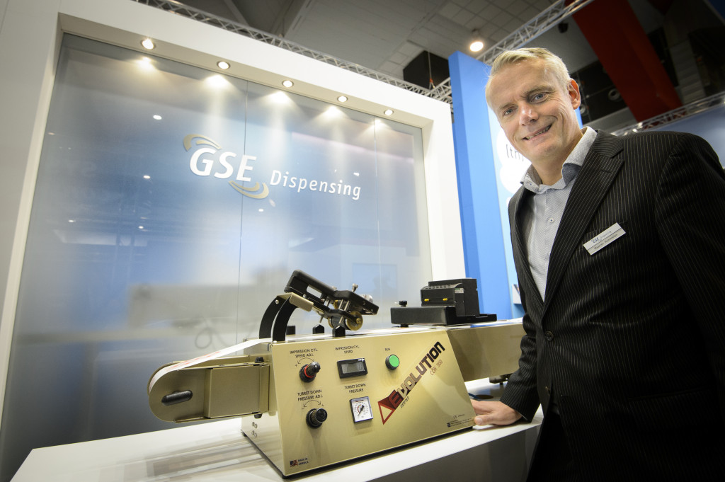 1327_Maarten Hummelen from GSE Dispensing with the new Evolution Series proofer from Print Proof Solutions